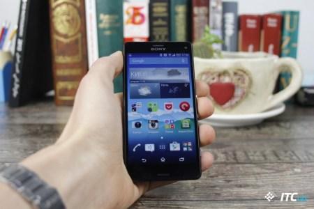 Sony <s>издевается</s> дразнит анонсом «компактного флагмана Xperia, который помещается на ладони»