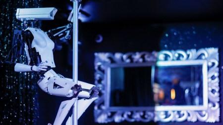 Киберпанк, который мы заслужили: в одном из французских ночных клубов наряду с людьми теперь танцуют роботы
