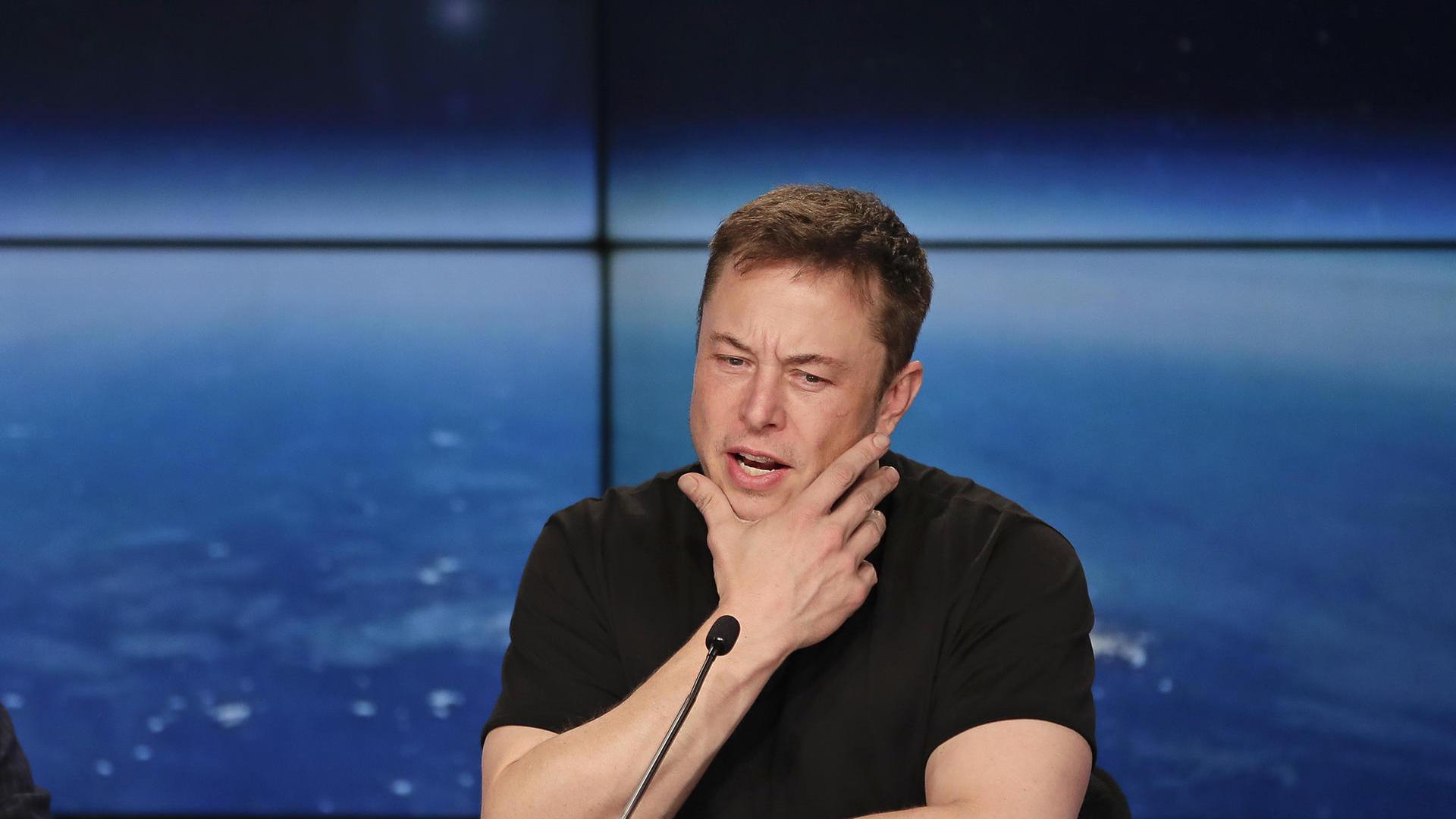 Илон Маск опроверг информацию о том что он подарил электрическую машину Tesla президенту Беларуси