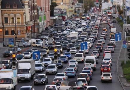 Пробки в Киеве признаны одними из крупнейших в мире, время поездки увеличивается на 46% [Инфографика]