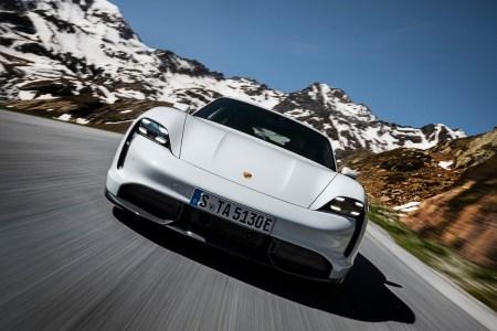 В конфигураторе электромобиля Porsche Taycan стоимостью от $150 тыс. можно найти опцию с «электрическим спортивным звуком» всего за $500 (слушать)
