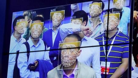 С 1 декабря китайские мобильные операторы будут обязаны сканировать лица пользователей при выдаче сим-карт
