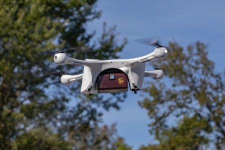 «Это исторический момент»: подразделение UPS, занимающееся доставкой грузов дронами, стало первым сертифицированным FAA беспилотным авиаперевозчиком