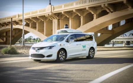 Будущее — уже на пороге: Waymo анонсировала запуск настоящего сервиса роботакси — без страхующих водителей