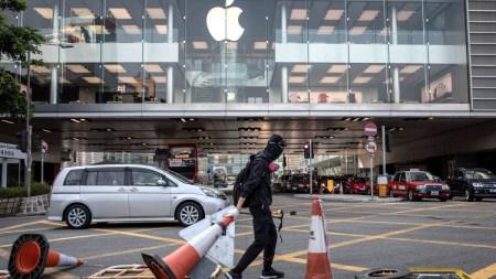 Apple удалила приложение, которое помогало гонконгским протестующим отслеживать передвижения полиции, после того, как на компанию обрушилась с критикой Коммунистическая партия Китая