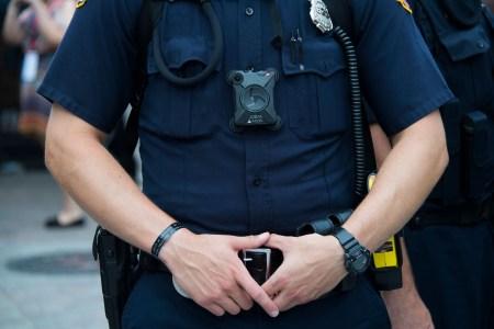 Калифорния превентивно запретила внедрять технологию распознавания лиц в нательные камеры полицейских