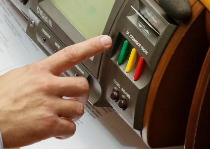 С 1 ноября нардепы будут регистрироваться в Верховной Раде только в электронной форме