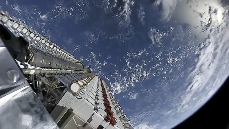 SpaceX запросила разрешение на запуск еще 30 000 спутников Starlink