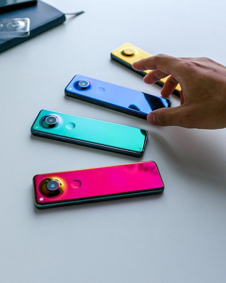 Представлен смартфон нового типа с очень вытянутым экраном