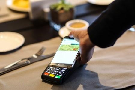 Сферу торговли и услуг хотят обязать принимать безналичные платежи уже с 1 января 2020 года