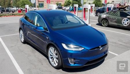 Функцией вызова электромобиля Tesla с парковки Smart Summon воспользовались более полумиллиона раз всего за несколько дней