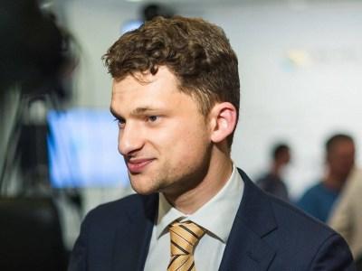 Дмитрий Дубилет предлагает отказаться от бумажных трудовых книжек и пользоваться данными электронного реестра