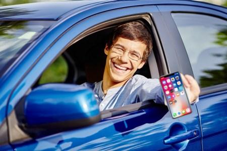 Уже в ноябре. МВД озвучило сроки запуска электронных водительских прав и техпаспорта в смартфоне