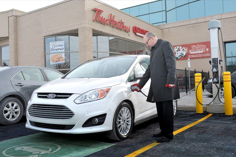 Форд желает обойти Tesla поколичеству электрозаправок в Америке