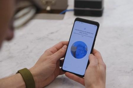 Google выпустит обновление для Pixel 4, которое будет требовать, чтобы глаза пользователя были открыты при разблокировке смартфона