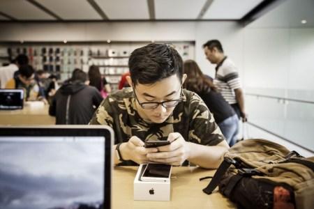 Китайцы 8 лет обманывали Apple, обменивая поддельные iPhone и iPad на новые. Сумма ущерба — $6,1 млн