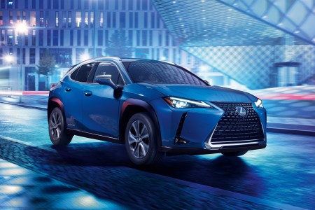 Toyota представила серийный электрокроссовер Lexus UX 300e с мощностью 150 кВт, батареей 54 кВтч и запасом хода 400 км (продажи в Европе стартуют уже в следующем году)