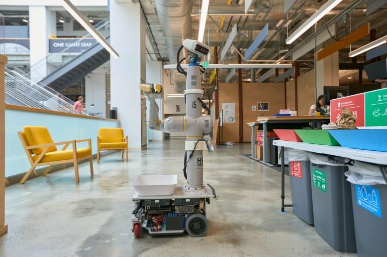 Новый проект Everyday Robot в рамках Alphabet X разрабатывает роботов, способных обучаться в реальном мире