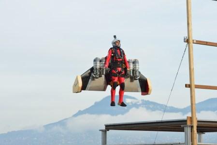 Швейцарский изобретатель Ив Росси разработал реактивный ранец-крыло с вертикальными взлетом и посадкой