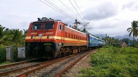 Индийские железные дороги будут полностью электрифицированы в течение ближайших 3-4 лет