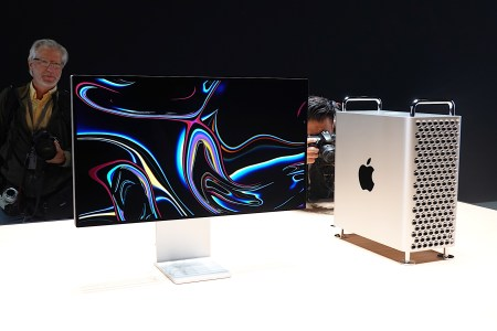 Топовый ПК Mac Pro стоит почти $53 тыс. — и Apple все равно продает колесики к нему за $400