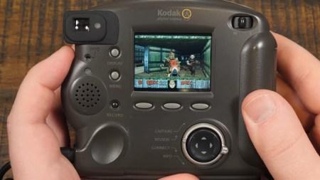 Энтузиасту удалось запустить классический DOOM на фотокамере 1998 года