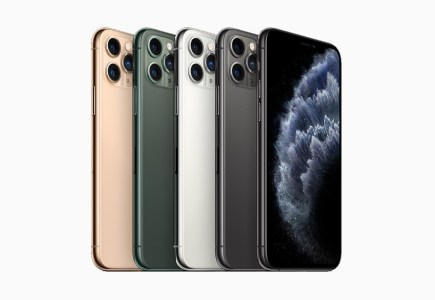 Apple впервые за 27 лет посетит выставку CES, а смартфоны iPhone вскоре могут подорожать из-за новых 15-процентных пошлин на китайский импорт