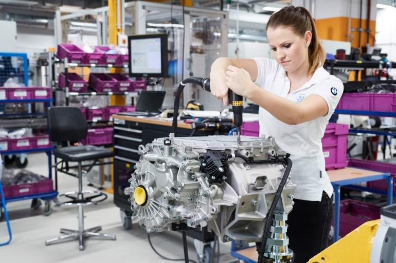 Официально: Серийный электрокроссовер BMW iX3 получит более мощный двигатель (210 кВт) и емкую батарею (74 кВтч), а запас хода вырастет до 440 км (WLTP)