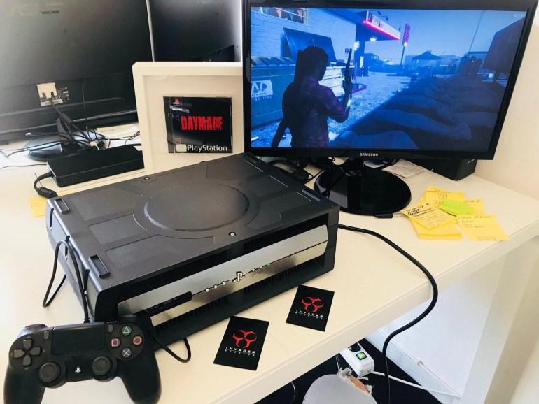 """В сеть попала """"живая"""" фотография сразу двух девкитов Sony PlayStation 5 и нового контроллера DualShock 5"""