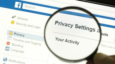 Facebook перестанет использовать номера телефонов, которые пользователи указывают для двухфакторной защиты аккаунта, чтобы рекомендовать им друзей
