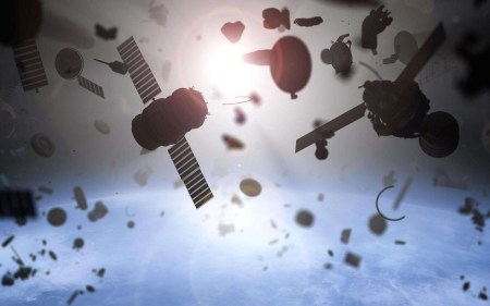 В будущем обслуживанием спутников и очисткой орбиты Земли от космического мусора могут заняться роботы