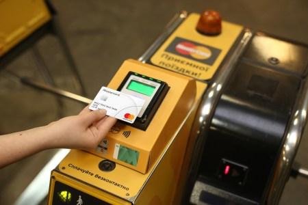 За 5 лет в киевском метрополитене было оплачено более 100 млн поездок бесконтактными банковскими картами и NFC-гаджетами