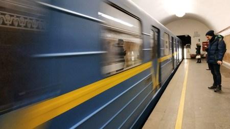 В 2019 году Киевский метрополитен перевез почти полмиллиарда пассажиров, максимальный пассажиропоток наблюдался на станции «Академгородок» (21,3 млн), минимальный — на «Днепре» (менее 1 млн)