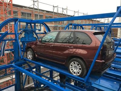 На Подоле установят первую в Киеве многоярусную роторную парковку на 12 автомобилей, которую купили за 3,6 млн грн еще три года назад