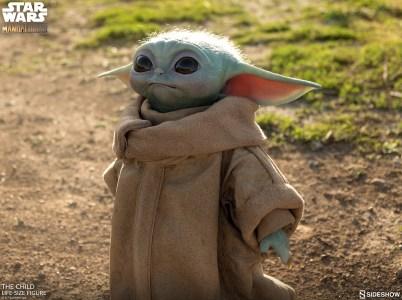 Стартовали предзаказы на коллекционную фигурку Baby Yoda из «Мандалорца» — реалистичная игрушка в полный рост обойдется всего в $350