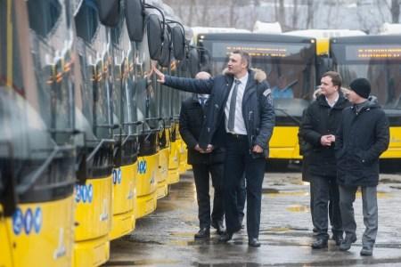 Виталий Кличко: «До конца года Киев закупит 273 современных автобуса, что поможет вытеснить из центра города маршрутки и личные автомобили»