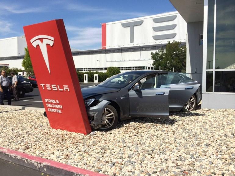 Tesla навсегда отключает возможность скоростной зарядки для восстановленных после серьезных ДТП электромобилей