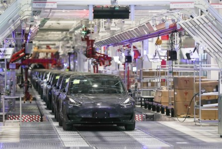 Новые Tesla Model 3 китайской сборки поставляются без бортового ПК Full Self-Driving (виноват коронавирус)