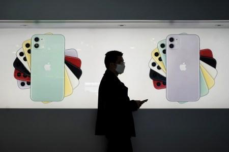 Рынок смартфонов в прошлом месяце показал рекордное падение