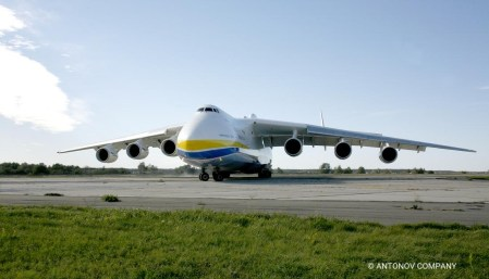 Самый крупный грузовой самолет в мире Ан-225 «Мрия» прошел модернизацию и отправился в испытательный полет после двухлетнего простоя [видео]