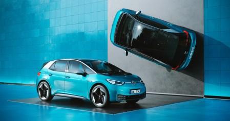 «Это больше не смешно»: Инсайдеры уверяют, что софт для Volkswagen ID.3 совершенно не готов и исправить его не получается. В итоге электромобиль может выйти позже или без части обещанных функций