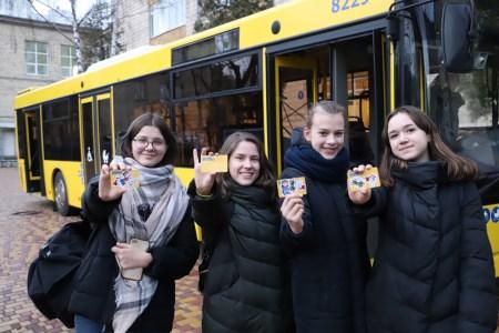 КГГА: Электронный ученический билет для киевских школьников теперь можно заказать онлайн