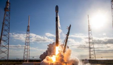 SpaceX впервые запустила Falcon 9 с уже летавшей четырежды первой ступенью [Обновлено: вернуть ее не удалось]