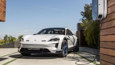 Porsche: Электрокроссовер Taycan Cross Turismo дебютирует в конце 2020 года, а уже в 2022 году к нему присоединится полностью электрический Macan