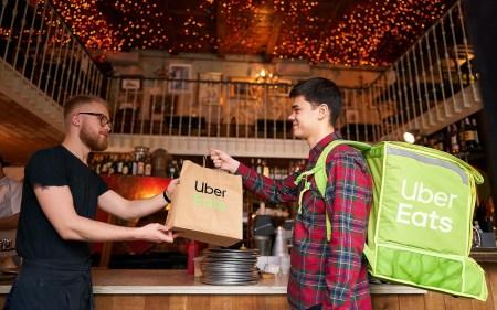 Uber Eats в Украине сделал доставку блюд бесплатной в Киеве, Одессе, Львове и Харькове [промокод на заказы от 250 грн с 17 по 31 марта]