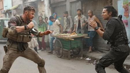 Вышел первый трейлер боевика Extraction / «Тайлер Рейк: Операция по спасению» от братьев Руссо с Крисом Хемсвортом, премьера состоится 24 апреля на Netflix