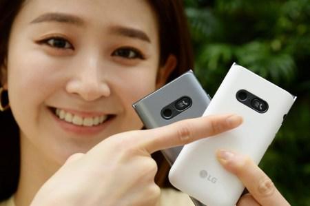 LG анонсировала смартфон-раскладушку Folder 2 с двумя дисплеями, физической клавиатурой и кнопкой SOS
