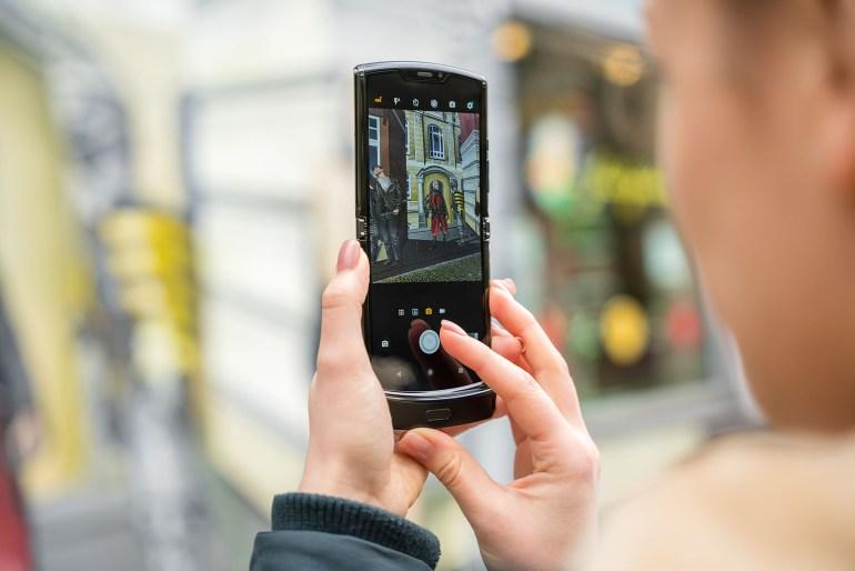 В Украине стартовал предзаказ на смартфон с гибким экраном motorola razr по цене 50 тыс. грн