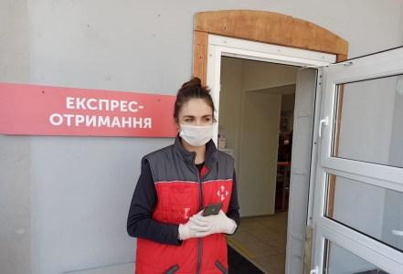 «Нова пошта» ввела администраторов для ускоренного обслуживания клиентов на улице возле отделений