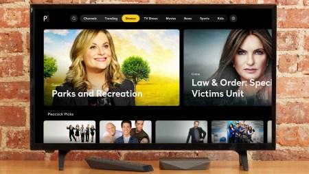 В США запустился новый стриминговый видеосервис Peacock от NBCUniversal, предлагающий 15 тыс. часов контента, а также новостные и спортивные трансляции